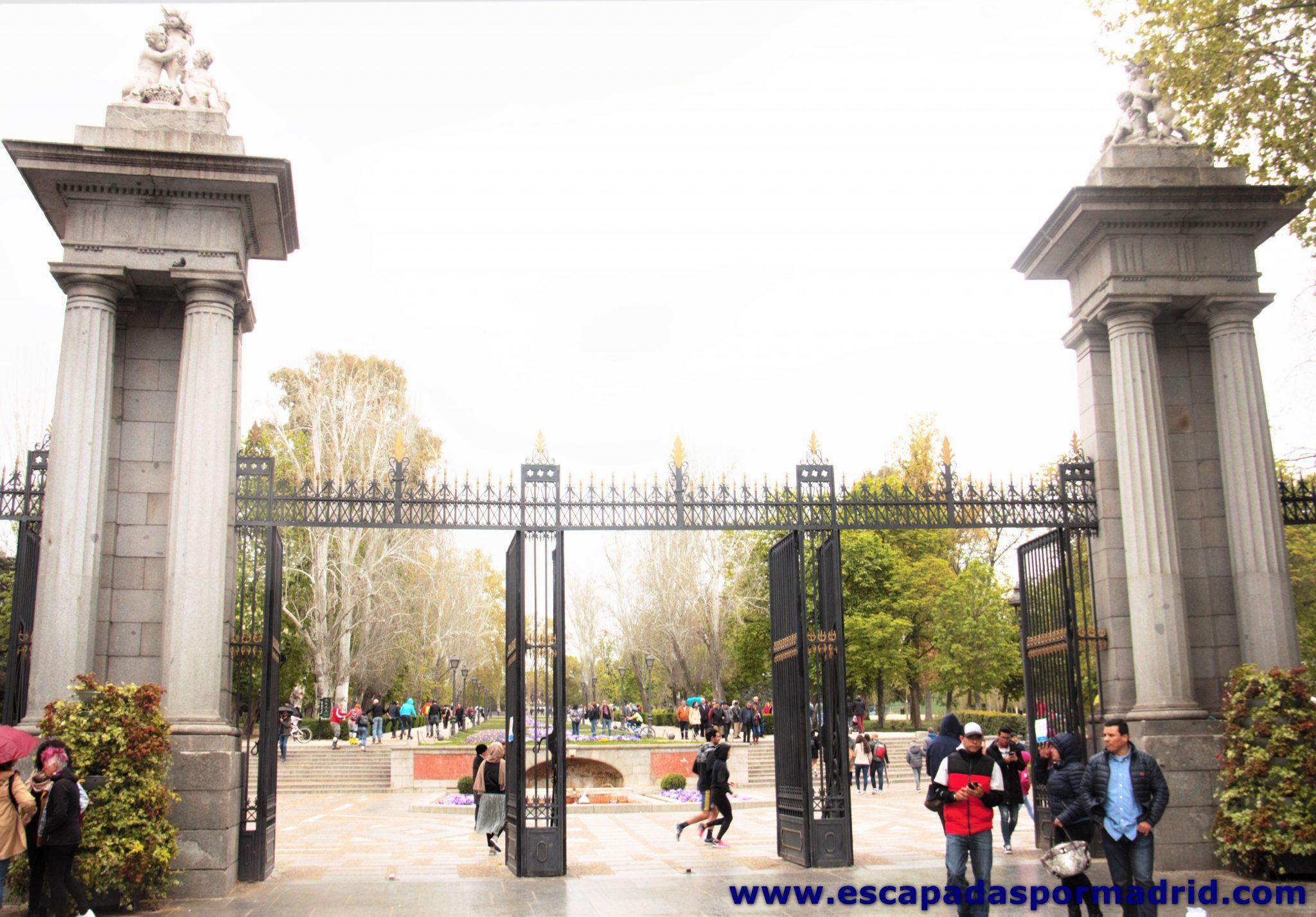 foto de la entrada al Retiro por Puerta de la Independencia
