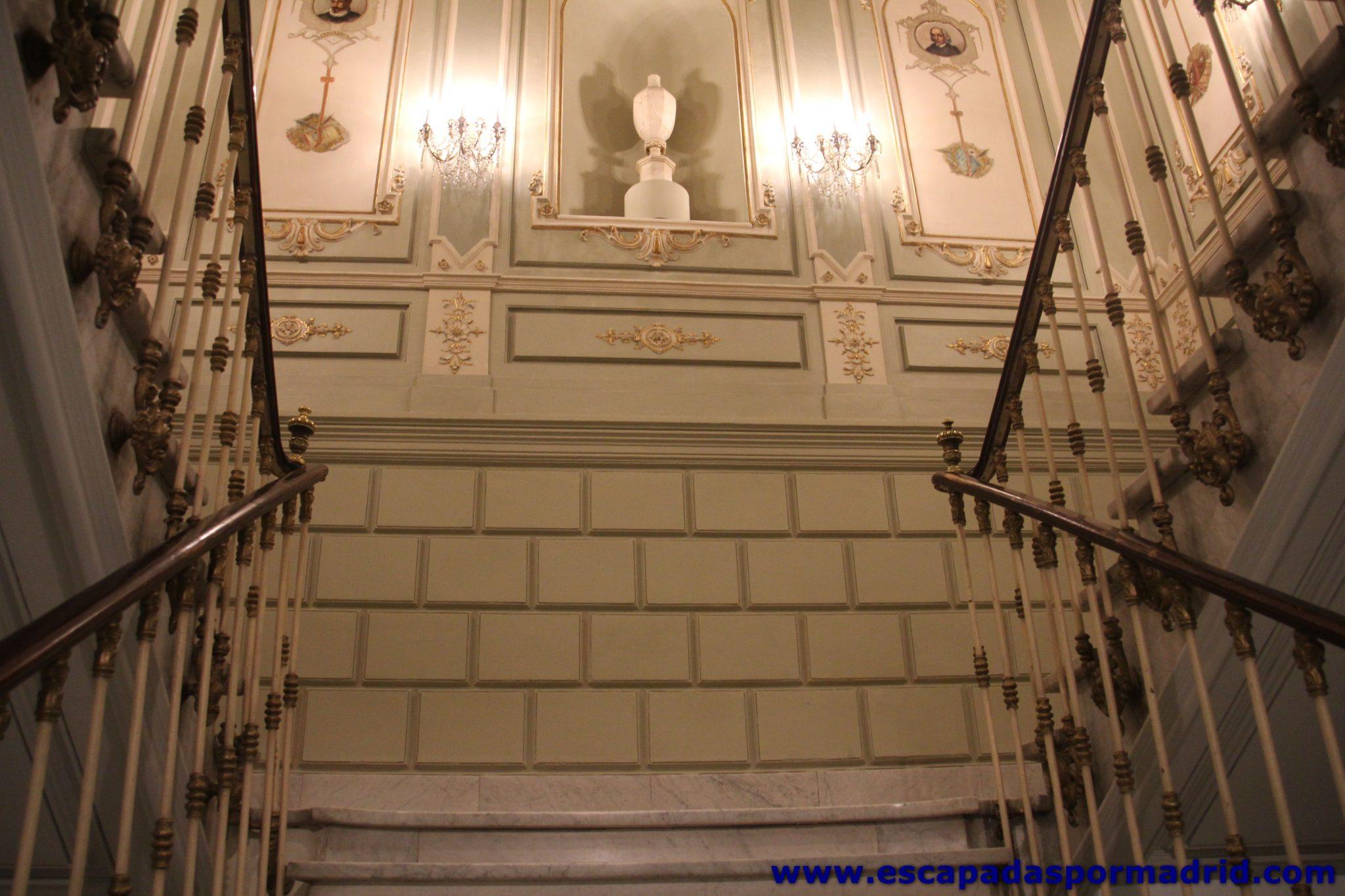 foto de escalera interior del museo de estilo Imperial