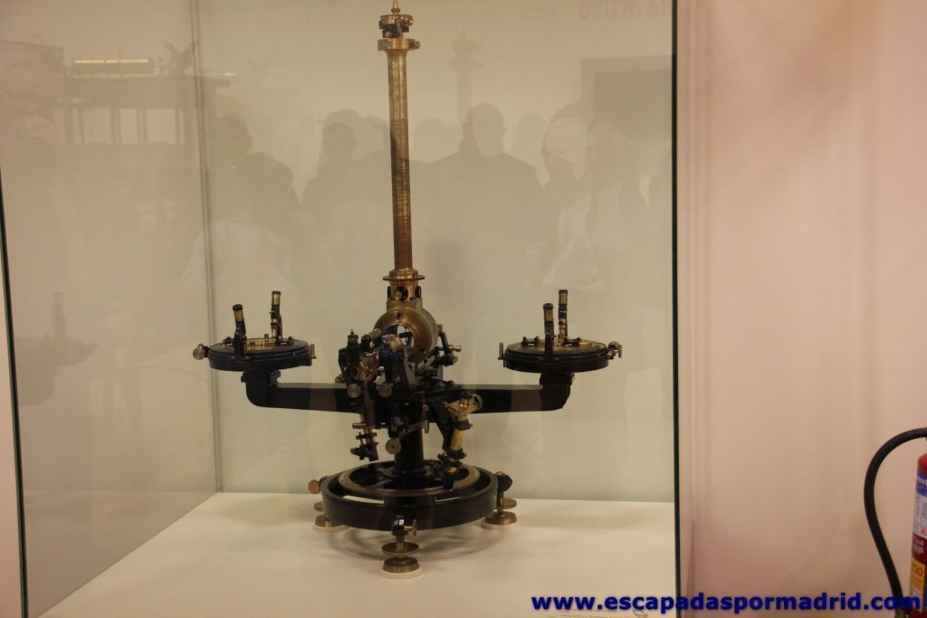 foto de Magnetómetro de tipo Schmidt