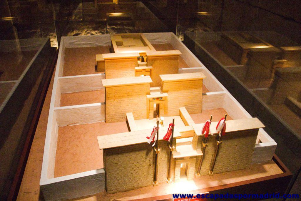 foto de maqueta del Templo en la Capilla Osiríaca