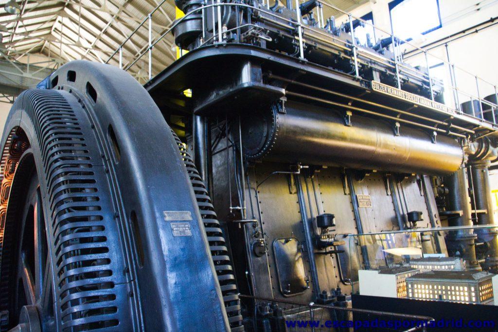 foto de uno de los tres motores de la casa Sulzer Frères S.A. de Winterthur