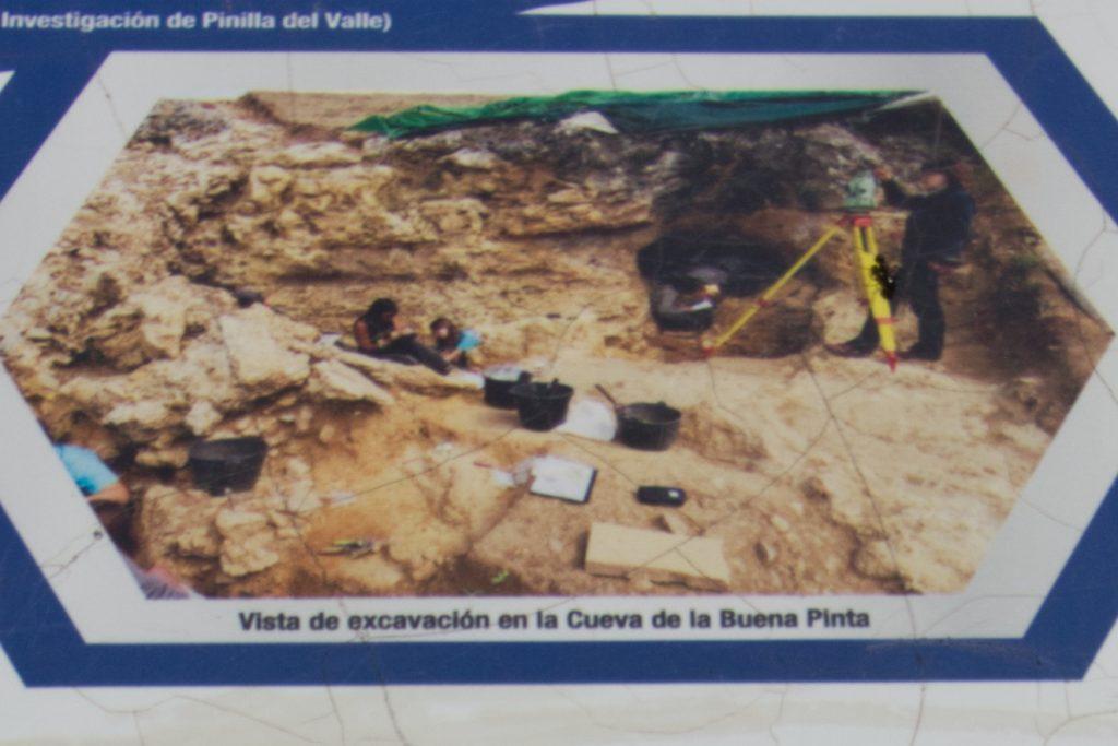 foto de excavación de la Cueva de la Buena Pinta