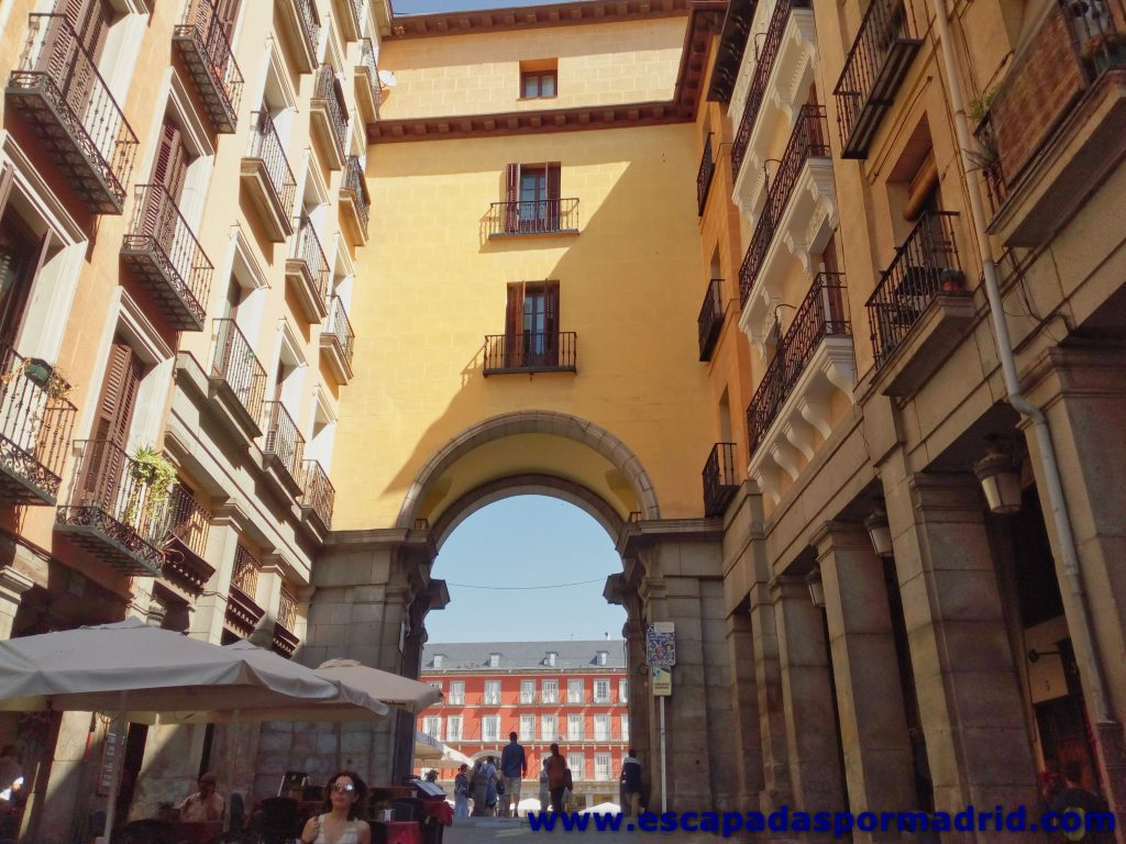 foto del Arco de Toledo de la Plaza Mayor de Madrid