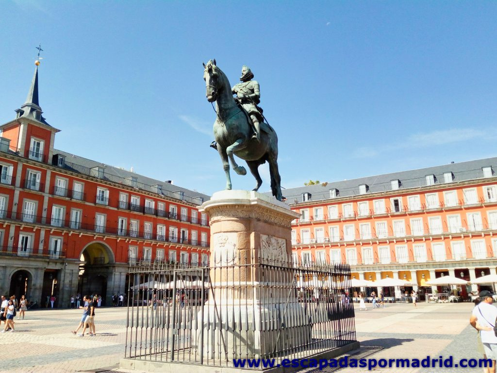 foto de la Estatua de Felipe III de la Plaza Mayor de Madrid