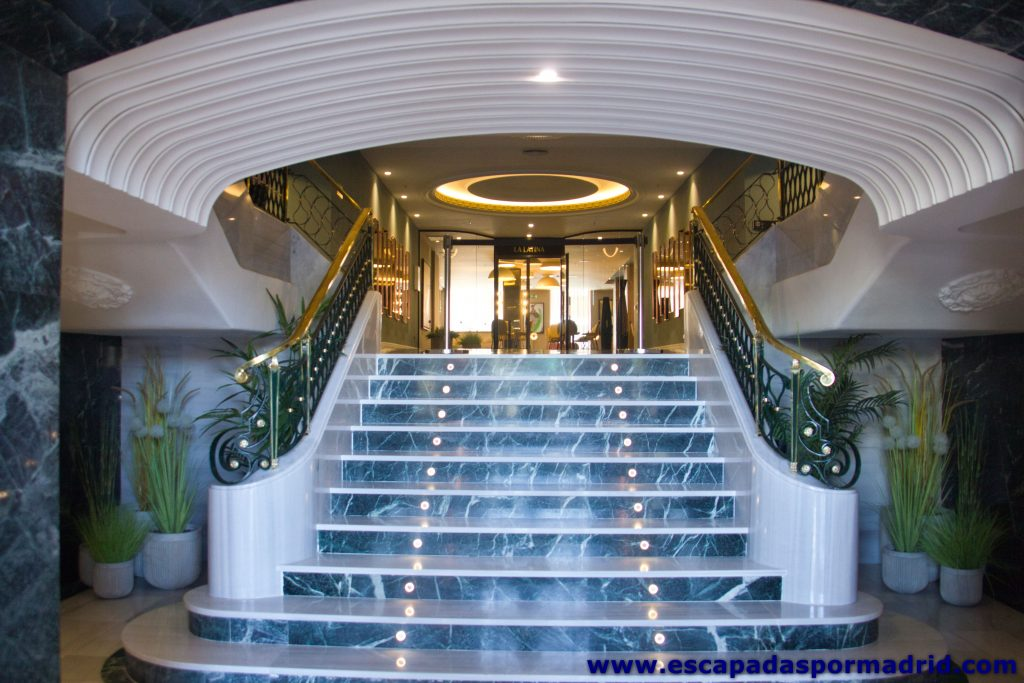 foto de la Escalera de la Entrada Principal del hotel