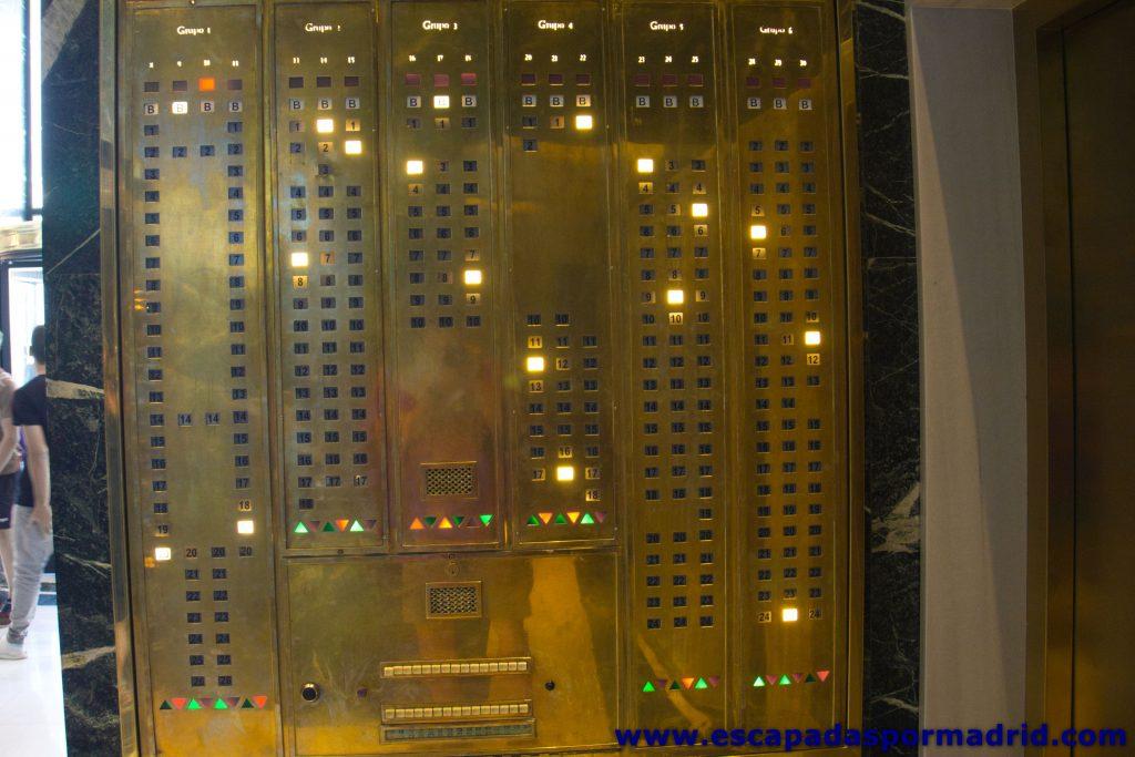 foto de la Botonera de los antiguos ascensores