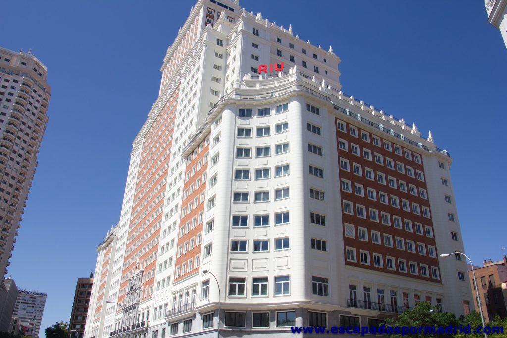 foto de la Fachada frontal y lateral del Edificio España