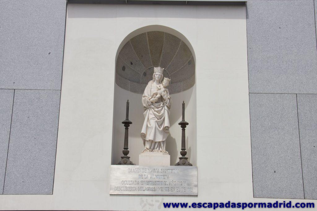 foto de la Imagen de la Virgen de la Almudena en el punto donde dicen fue encontrada