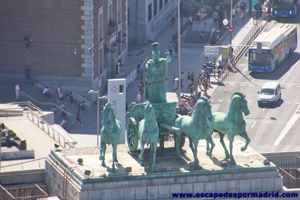 foto del Conjunto escultórico sobre el Arco de la Victoria