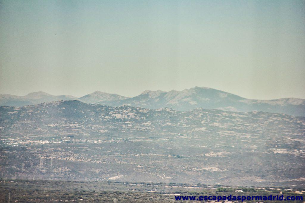 foto de Vistas de la Mujer Muerta, Montón de Trigo y Siete Picos