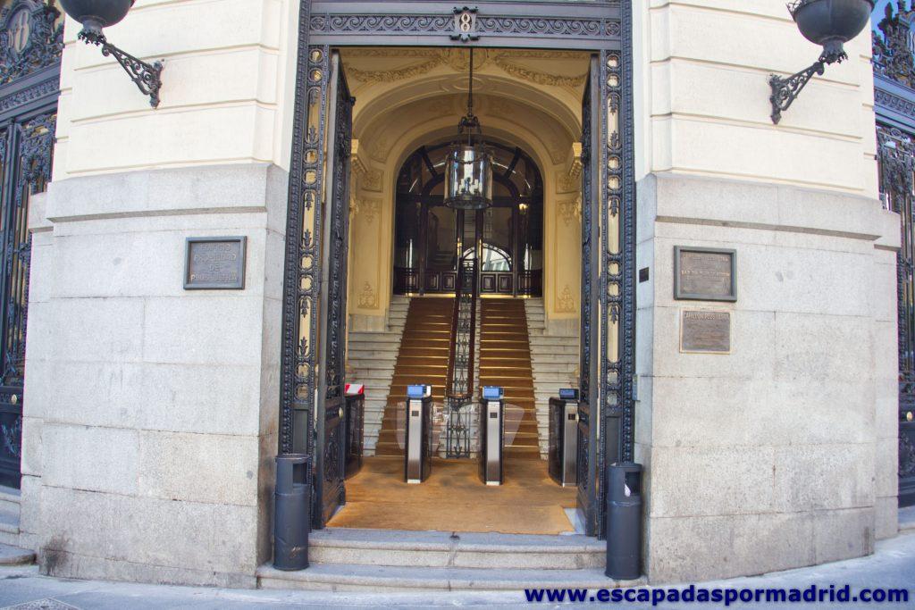 """foto de la Entrada al Edificio """"Plus Ultra"""""""