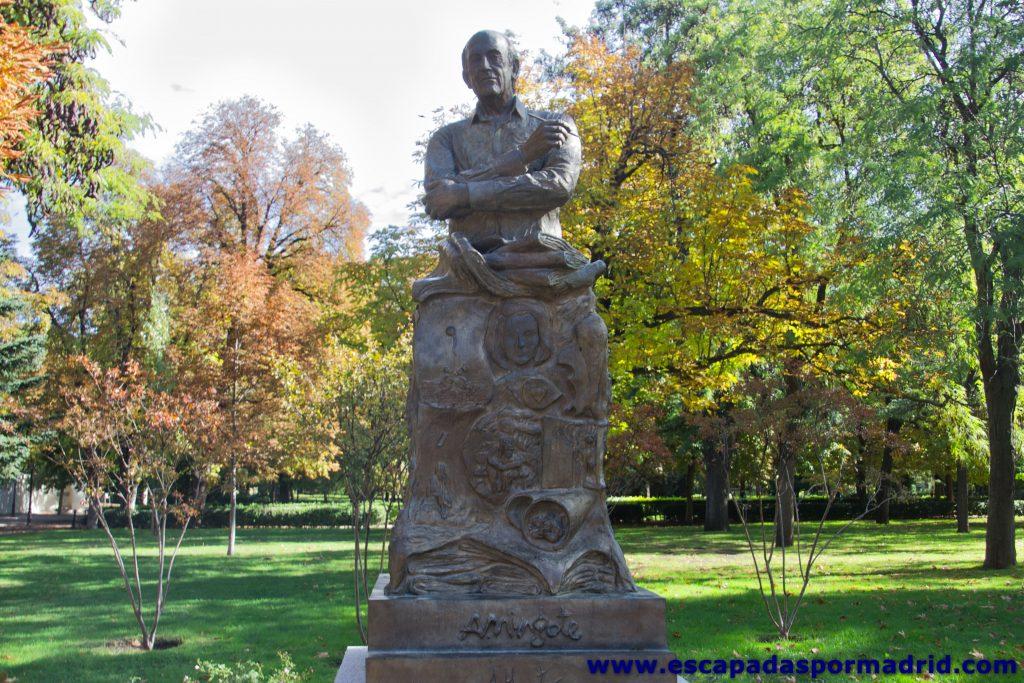 foto de la Estatua de Antonio Mingote