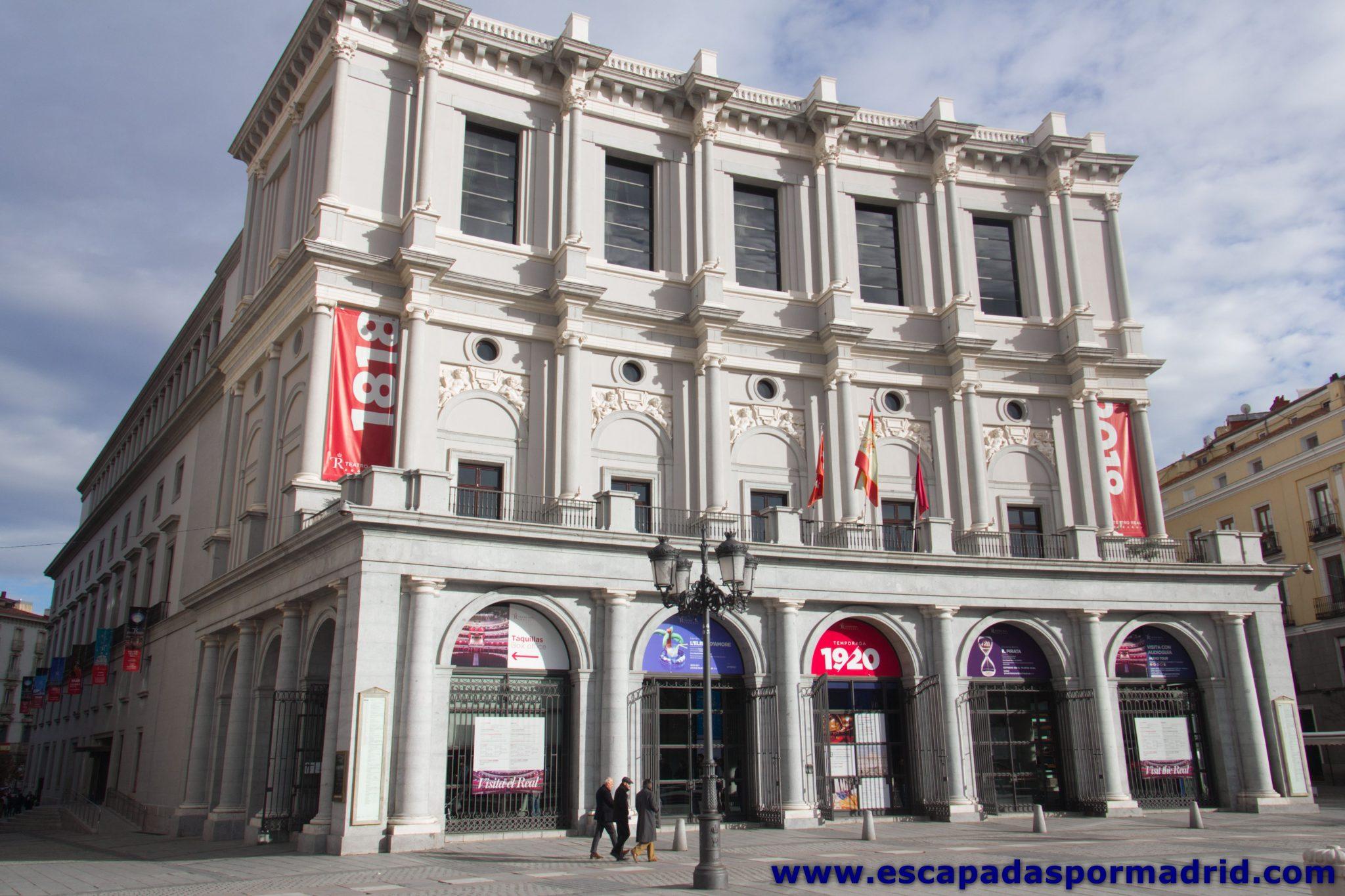 foto de la Fachada Principal del Teatro Real