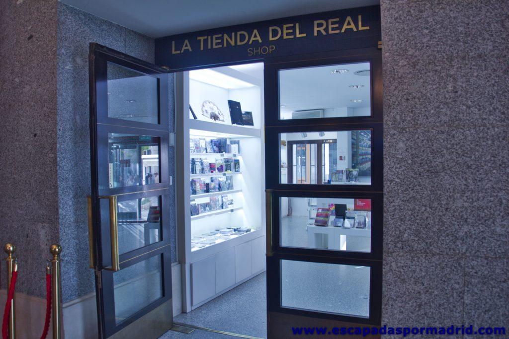 foto de la Entrada a la Tienda del Teatro Real